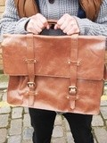 Comment porter le cartable Satchel en cuir marron avec style