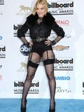Madonna affiche ses bas au Billboard Music Awards 2013