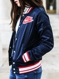 Bombers Nike – Elodie in Paris