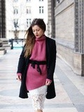 Pink pullover & lace – Elodie in Paris