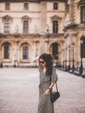 Robe & Pullover – Elodie in Paris