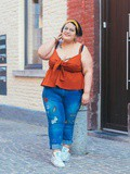 Curvy look : Koco & k le top cami swing et le jean patches